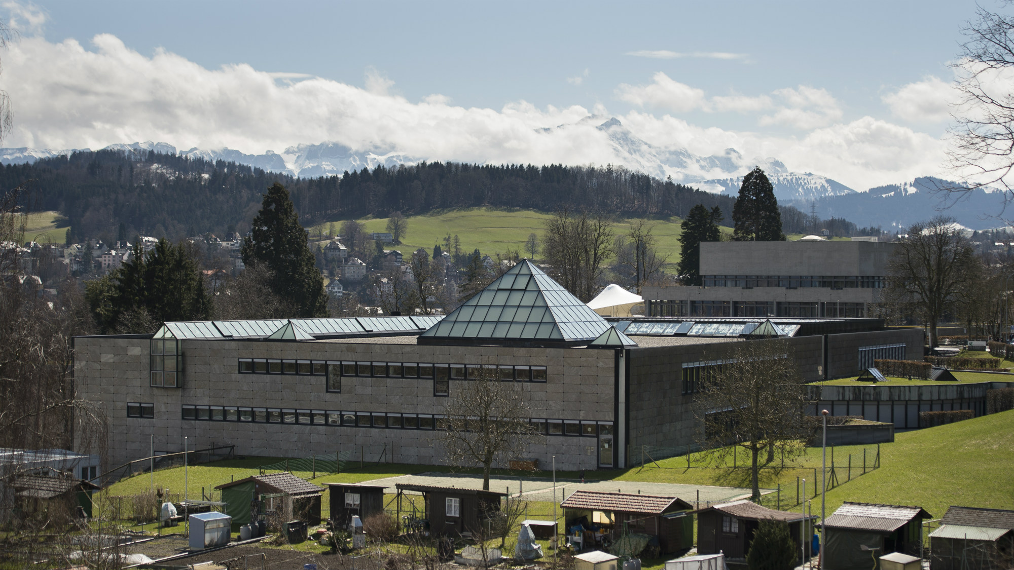 Photograph of the Library Building of the University of St.Gallen (HSG) with the mountains in the background